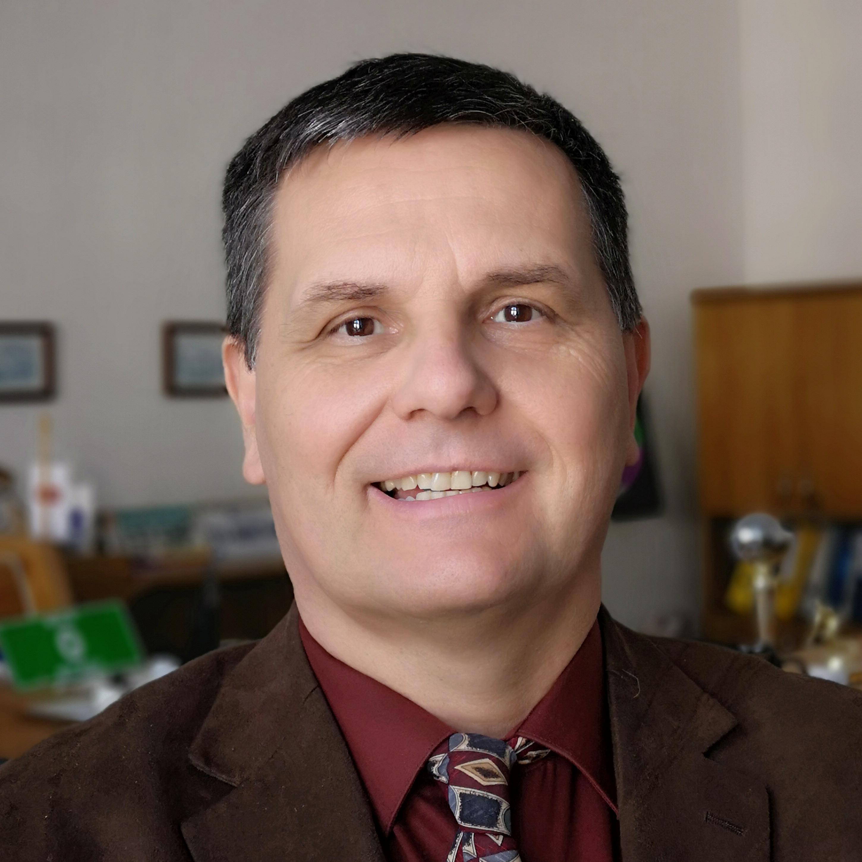 Peter Šimko, autor článku