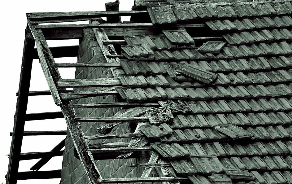 Strecha zničená víchricou